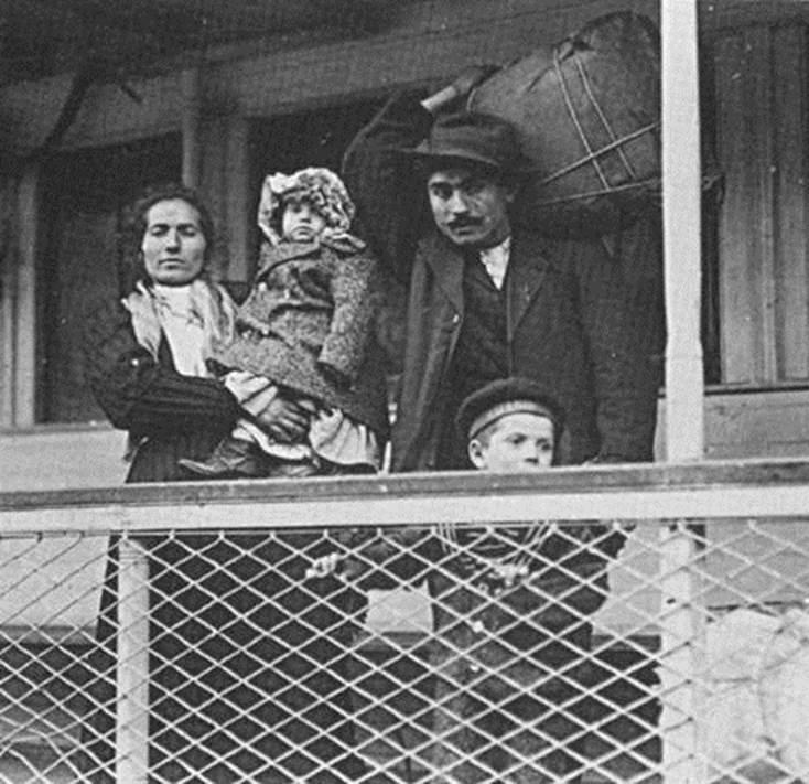 SPIRIT OF AMERICA - 31 ellis island immigrant photos 100 years ago perfectly depict american diversity